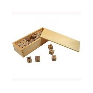 Cubos de alfabeto en caja