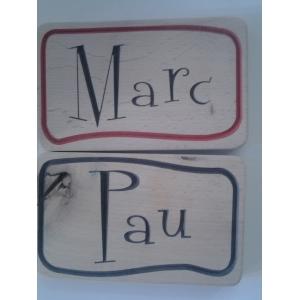 Placa con nombre de madera